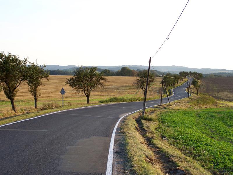 silnice u Neveklova